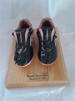 Picture of Style 5025W - Youth sports shoes on wood base