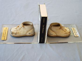 Picture of Style # 1500 - Baby shoes on acrylic bookends
